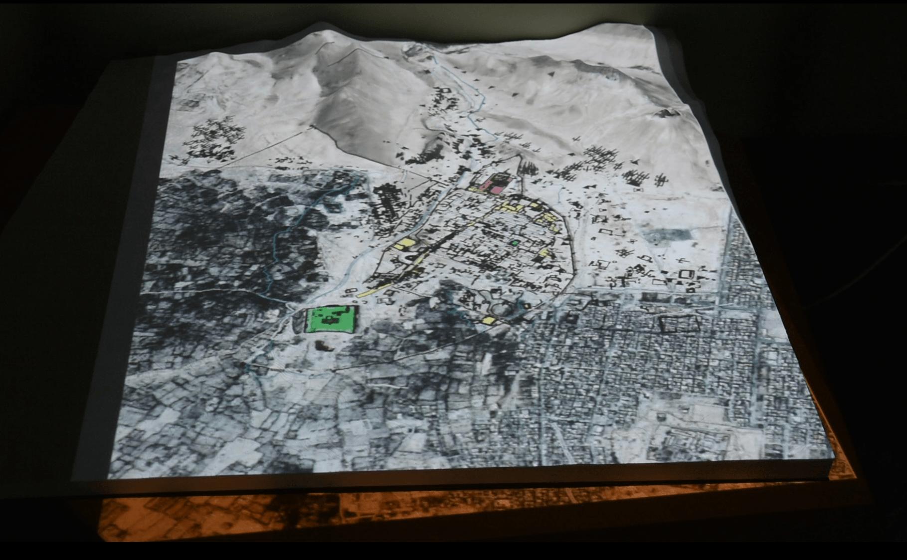 Palmyra GIS - Projektion des Geländemodells von Palmyra auf das ausgedruckte 3D Modell der Stadt